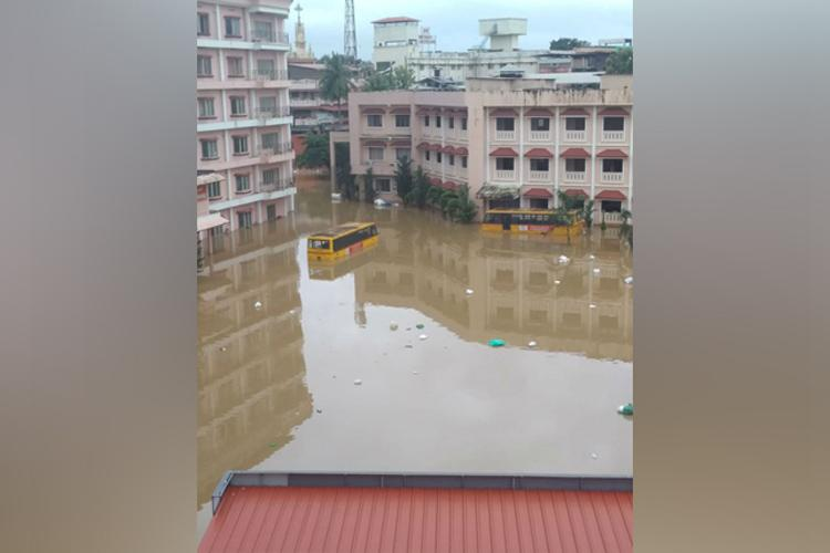 Pathanamthitta hospital runs out of water Patients staff yet to be evacuated