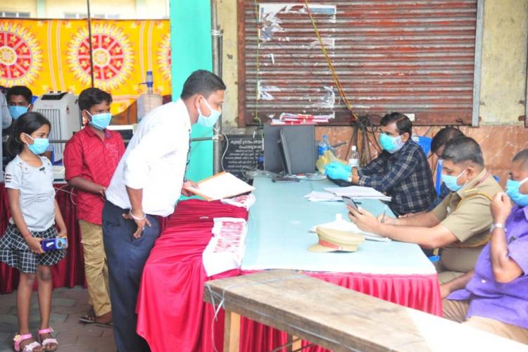 Help desk at Kerala check posts for interstate travellers