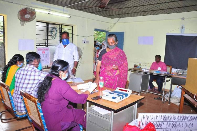 Woman voting from Varkala on Kerala localbody elections