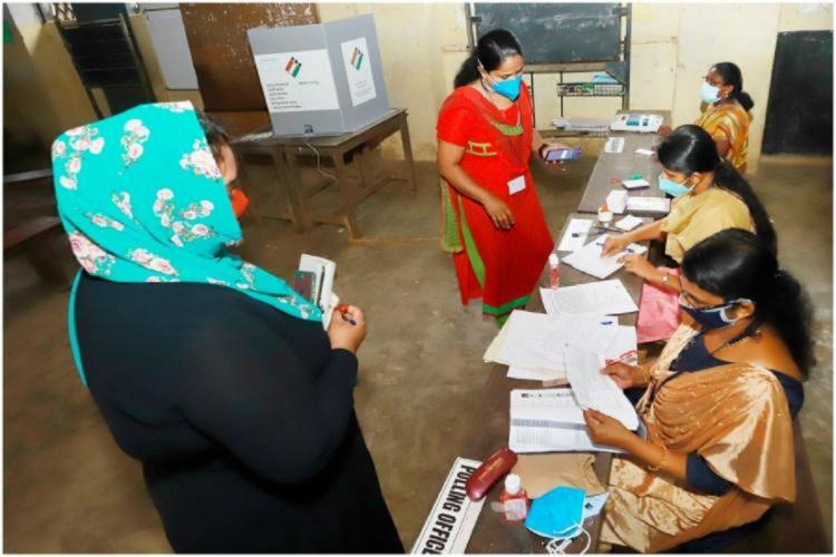 People casting votes in Kerala assembly elections