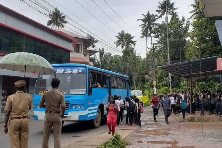 Private bus operators in Kerala call off statewide strike after meeting with minister
