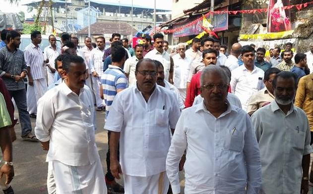 Significant moment in Kerala politics CPIM leaders visit murdered BJP workers house