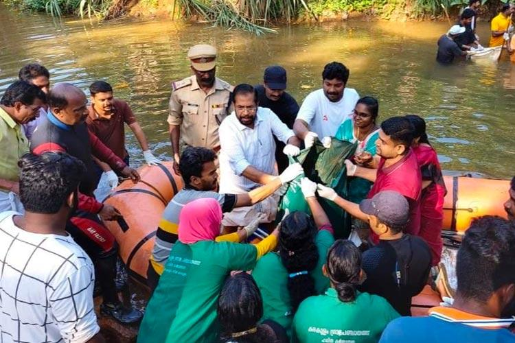Over 25000 volunteers participate in second phase of Killiyar River cleaning in Kerala