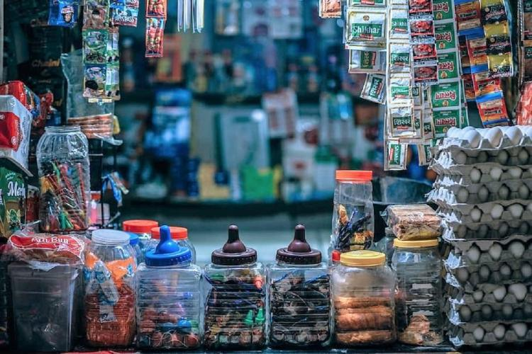 Kirana stores are slowly mebracing technology amid the pandemic
