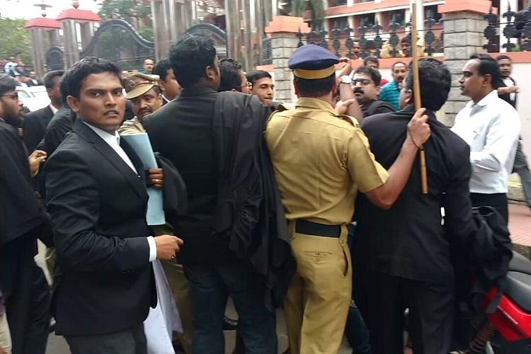 Violence and lathicharge in Kerala HC Lawyers attack media persons