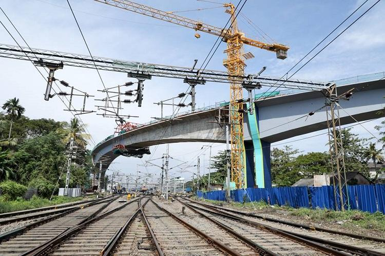 Kochi Metro supervisor falls to death while overseeing construction work