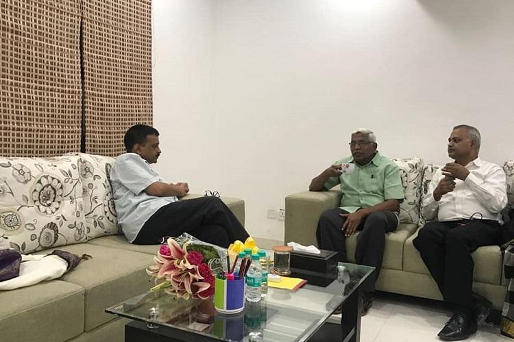 TJS chief Kodandaram meets Delhi CM Kejriwal to discuss 2019 elections