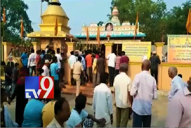 Miscreants kill watchman steal Rs 15 lakh from temple hundi in Telanganas Kothagudem