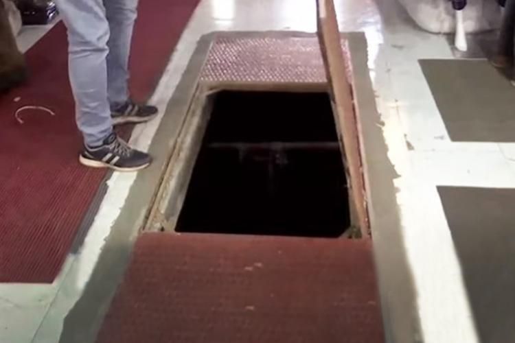 Hole in the shopping complex in Kozhikode through which a man fell and died