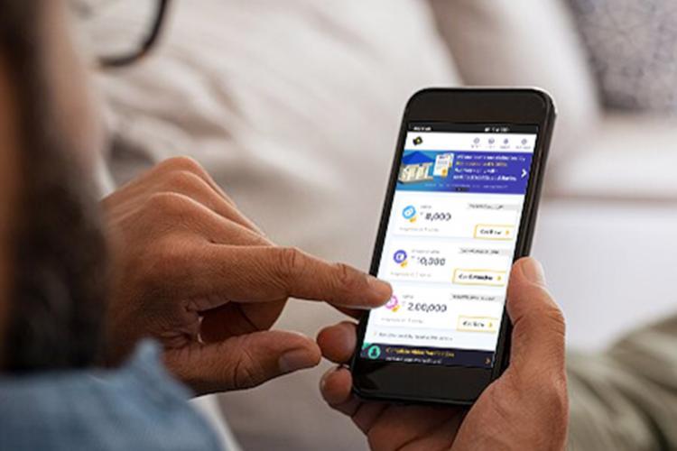 KreditBee app on phone