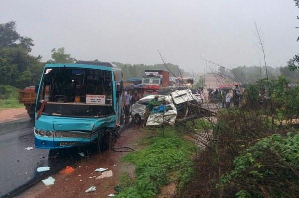 Road crash in Kundapura claims lives of eight young children