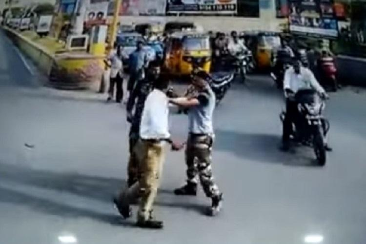 Video Three policeman in Andhras Kurnool exchange blows on the road as commuters look on