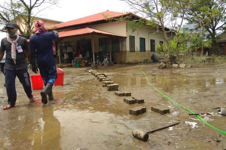 Kerala floods Over 60000 volunteers take part in massive Kuttanad clean-up drive