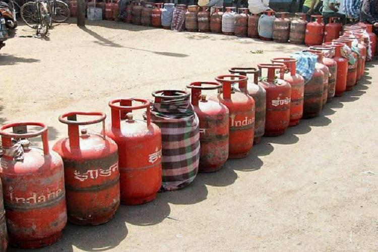 Subsidised LPG Ktaka CM urges oil companies to release additional connections