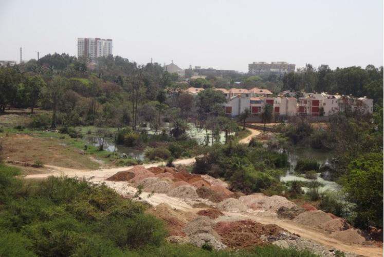 Illegal dumping at BLurus Pattandur Agrahara lake bed stopped as activist alerts officials