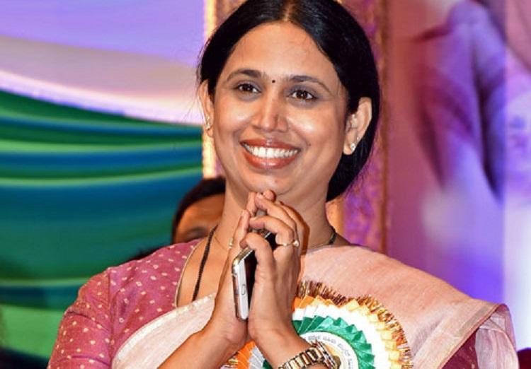 KPCC Mahila Morcha President Lakshmi Hebbalkar accused of threatening Valmiki community leader