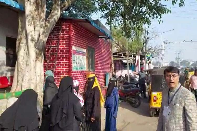 Women in burqa enter chadarghat polcie station after MBT party accuses them of casting bogus votes