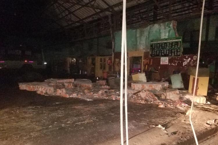 Two mechanics killed 6 others injured as bus hits wall of Vadapalani depot in Chennai