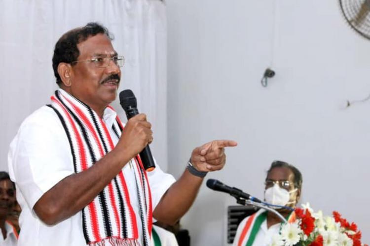 AIADMK Minister Mafoi Pandiarajan speaking on the mic