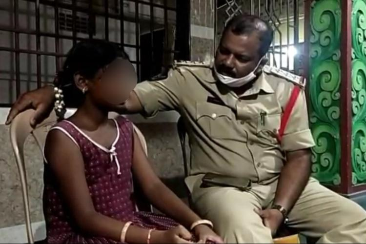 The girl narrating the incident to a police officer