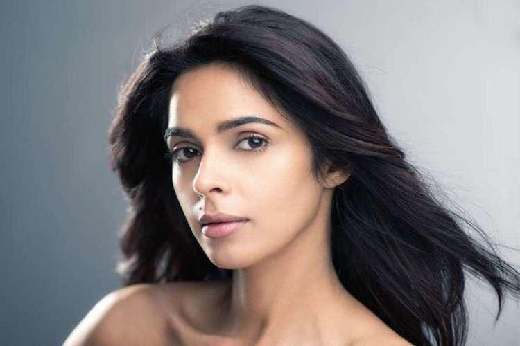Mallika Sherawat in Tamil film Pambattam