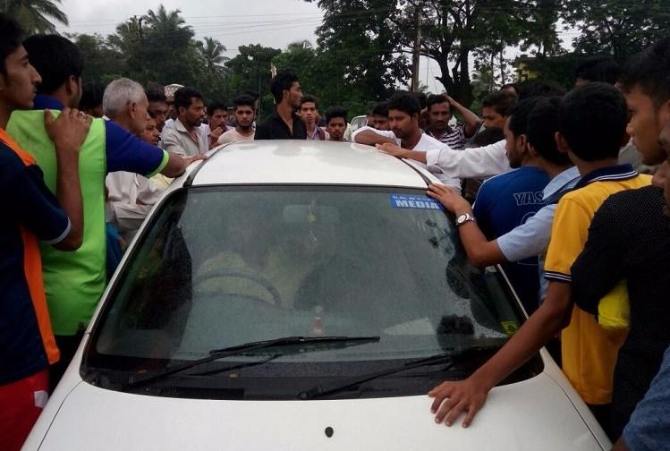 Mangaluru journalists roughed up by villagers after madarassa allegedly made kids stand in rain