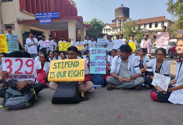 Not paid for 11 months Karnataka medical interns and PG students go on protest