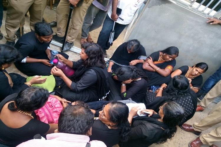 Heckled and booed TN women return from Sabarimala as cops fail to give security