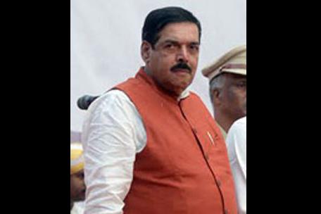 Karnataka Excise Minister demands bigger SUV for back pain relief