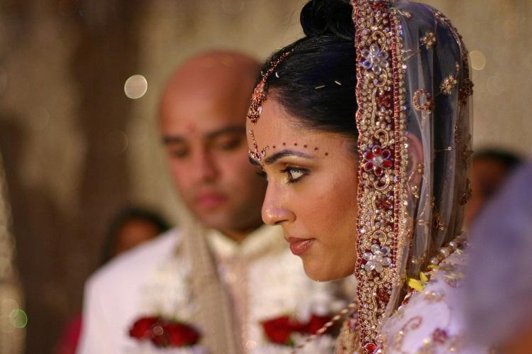 His money is his mine for family Indian and Pakistani women on marital economic abuse