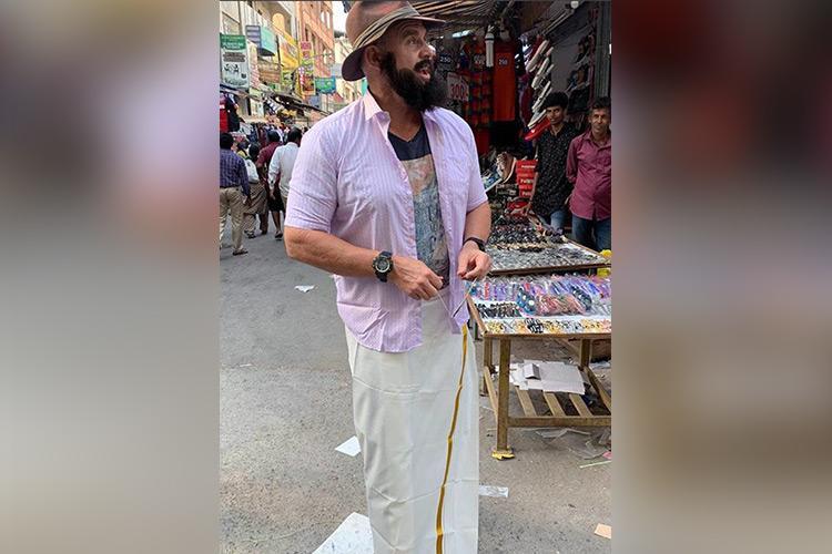 Whistle podu Former CSK player Matthew Hayden goes T Nagar shopping in veshti