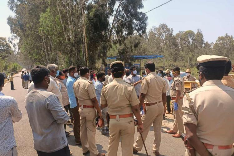 Police and revenue officials face protest as villagers of Mavallipura object to BBMPs crematorium next to landfill