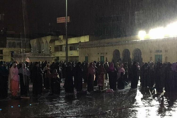 No shelter for prayers Video shows women offering namaz in the rain at Hyds Mecca Masjid