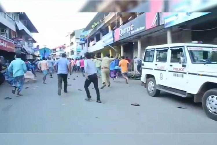 Koothattukulam police officials using batons to disperses migrant workers