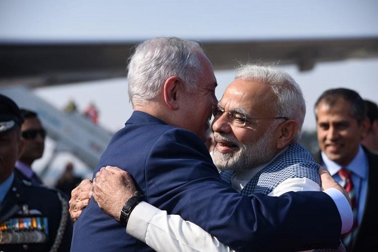 PM Modi welcomes Israeli PM at start of India trip