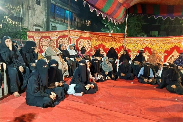 Women begin indefinite sit-in protest against CAA in Hyderabad dispersed by police