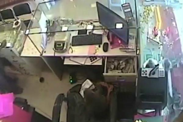 Watch Monkey steals Rs 10000 from jewellery shop trained thief