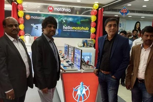 Motorola ties up with Poorvika to expand Moto Hubs presence