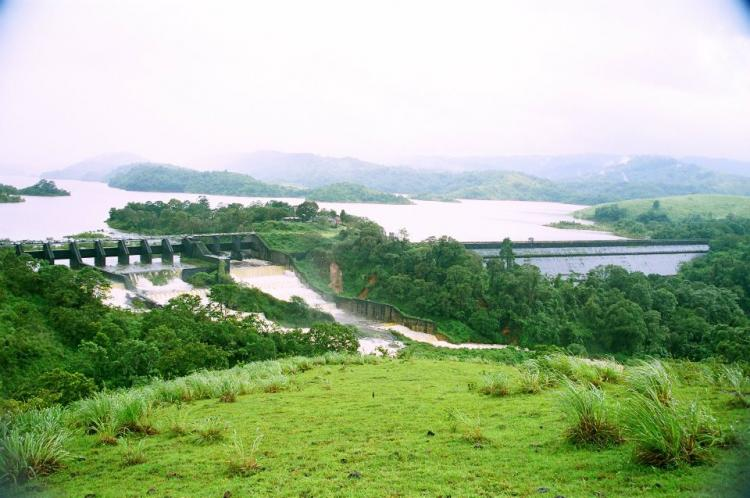 Mullaperiyar Dam Kerala Govt to approach SC over TNs decision to open 3 shutters