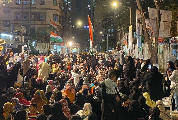 The agitation wont stop As police action looms Mumbai Bagh stays firm in protest