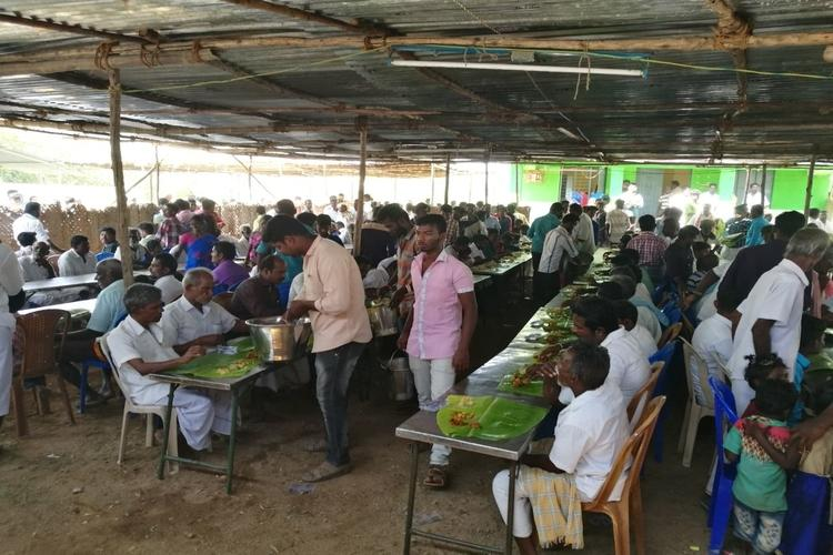 TN shows the way Muslims treat Hindu pilgrims to meal at temple festival