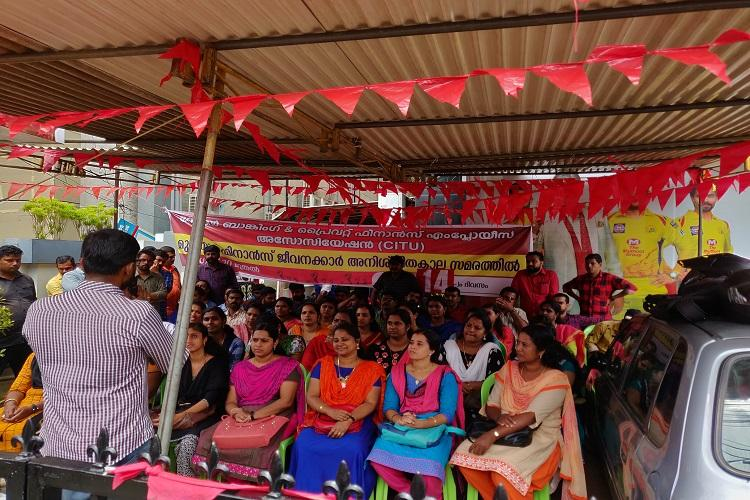 Muthoot protest Truce meeting called by Minister fails as management fails to show up