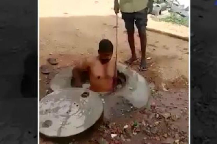Panchayat officer who forced two men to enter and clean a manhole in Mysuru suspended