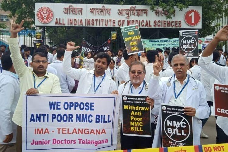 Opposition to Medical Commission Bill continues Doctors students protest in Delhi