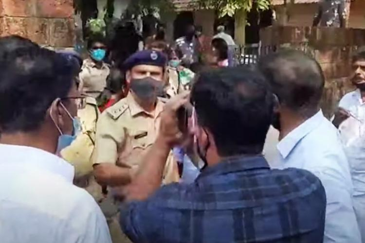 Political party workers had a clash with police in Nadapuram