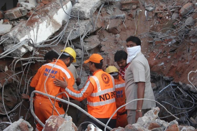 It was like an explosion Eyewitnesses recount the Hyderabad building collapse
