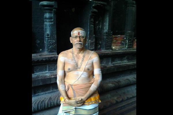 Kanchipurams secular and tech-savvy Sastry Hindu priest to hold Facebook Sangamam