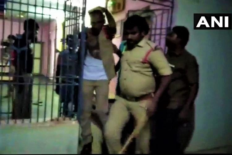 Mob thrashes cops inside Andhra police station for allegedly beating youth in custody