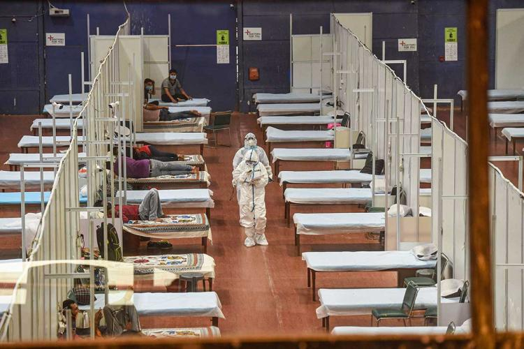 doctors on rounds in a covid care centre in new delhi