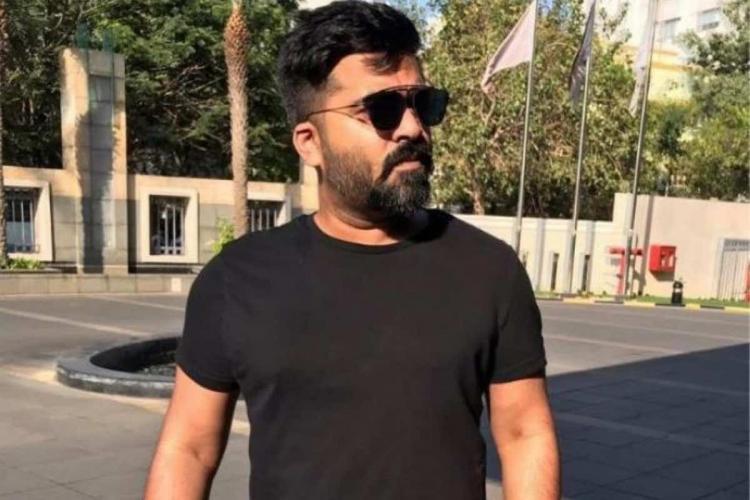 Simbu in black t shirt and shades